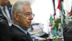 El primer ministro italiano, Mario Monti, durante la reunión del grupo 'Cinco más Cinco', el viernes en La Valeta (Malta).