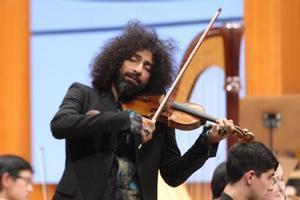 L'emoció de Ara Malikian al tornar a tocar el violí després del seu accident en un avió