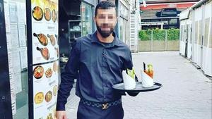 Fue camarero en un local del paseo marítimo de Barcelona hasta que la crisis del covid-19 lo dejó sin trabajo.
