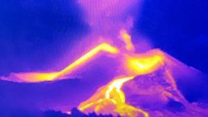 Imagen termográfica que muestra la anomalía generada por la nueva boca eruptiva, aún por confirmar si es una colada o caída de piroclastos
