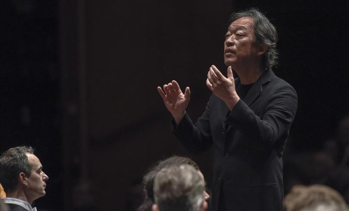 Myung-Whun Chung dirige a la Staatskapelle de Dresde en la interpretación del 'Réquiem'de Gabriel Fauré,en el Festival de Pascua de Salzburgo. A la izquierda, el barítono Adrian Eröd.