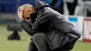 Guardiola se lamenta en un partido de Champions del City.