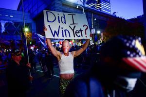 Un partidario de Trump, en una protesta frente al centro de convenciones de Filadelfia.
