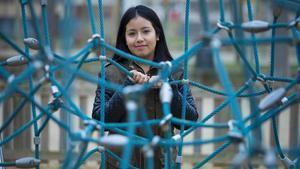 Gabriela Game, que fue madre con 15 años, vive en un piso de la Associació Benestar i Desenvolupament (ABD) en la Zona Franca con su actual pareja.