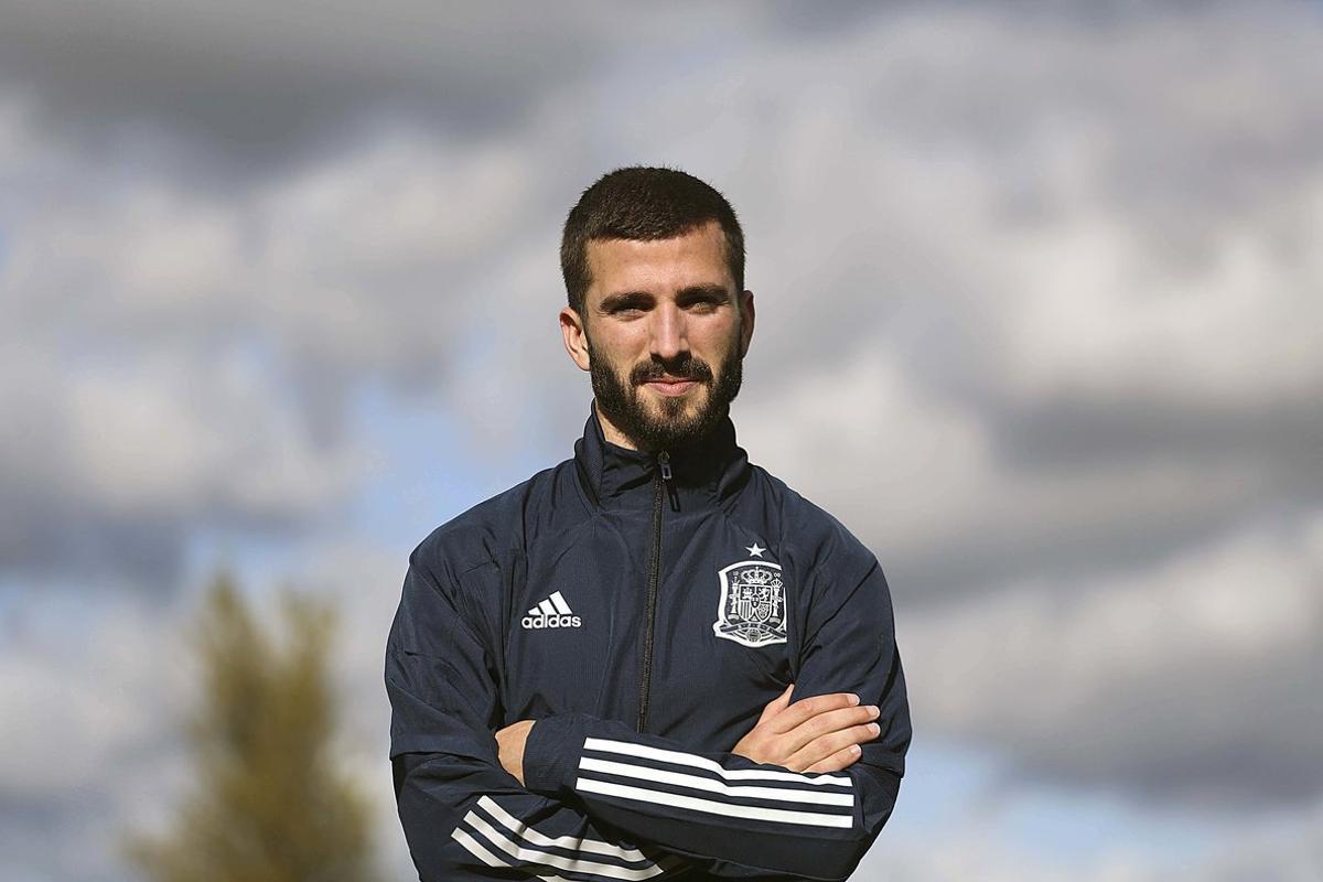 El internacional español del Valencia José Luis Gayà en uno de los campos de la Ciudad del Fútbol de Las Rozas.