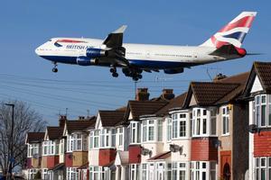 Un Boeing 747 de British Airways minutos antes de aterrizar en el aeropuerto londinense de Heathrow.