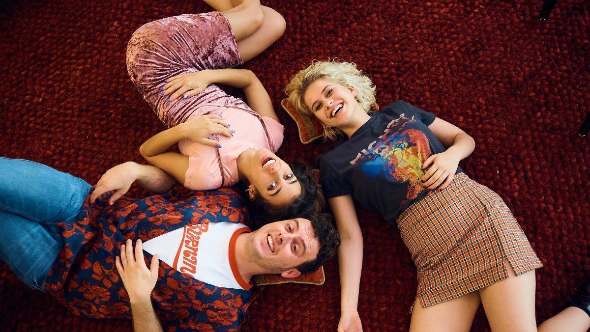 Elisabet Casanovas (derecha), Júlia Bonjoch y Artur Busquets, protagonistas de la serie 'Drama'.