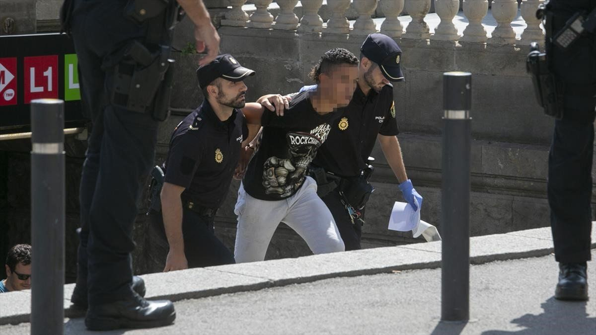 Imagen de archivo de una redada policial a carteristas del metro.