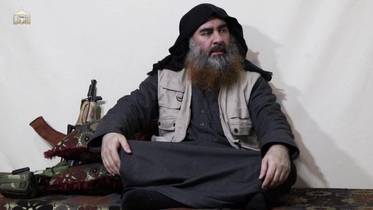 Imagen del vídeo distribuido por el Estado Islámico en que se ve de nuevo a El Baghdadi.
