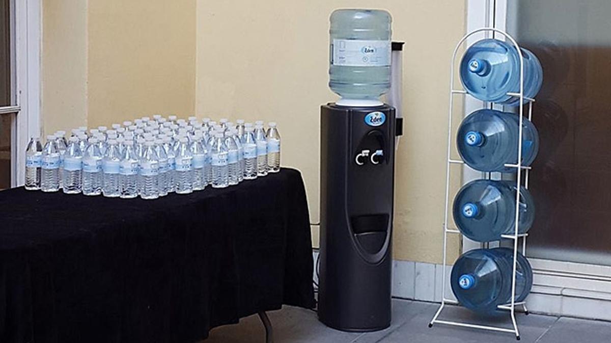 Más de 4.000 afectados por gastrointeritis en Barcelona por beber agua embotellada.