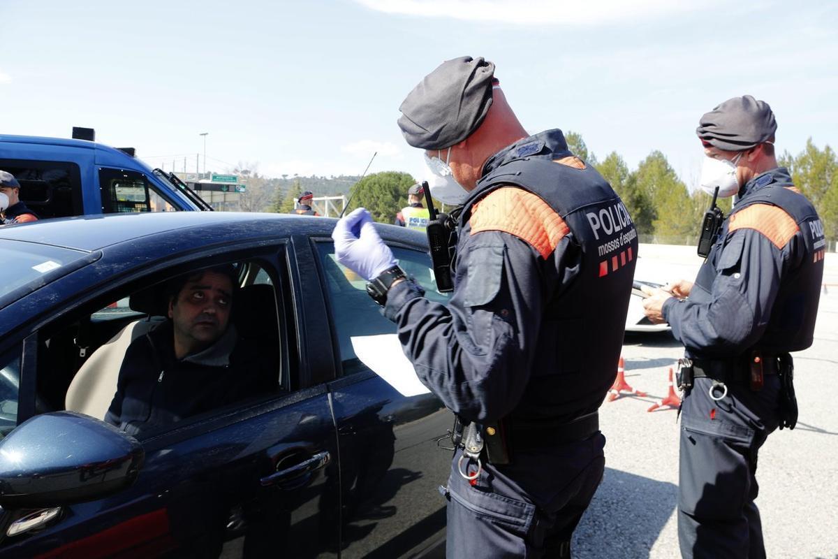 Els Mossos alerten d'un frau amb la difusió d'enllaços del 'certificat autoresponsable'