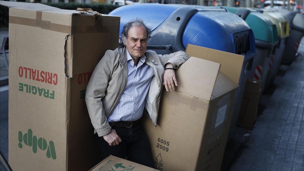 Javier Pérez Andújar, en plena calle barcelonesa.