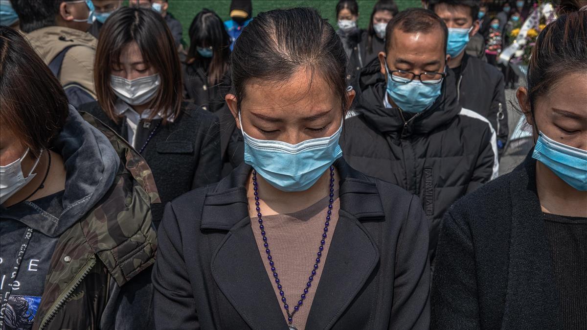 Homenaje a las víctimas del covid-19 en Wuhan, el 4 de abril de 2020.