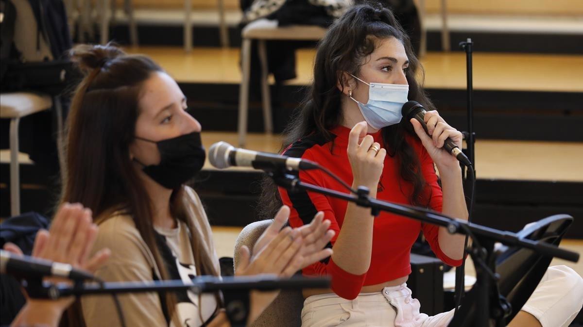 Ensayos con mascarilla del Festival Ciutat Flamenco, con Queralt Lahoz (de rojo), para el homenaje a Morente.