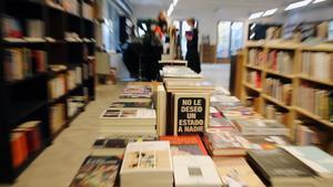 La Ciutat Invisible, la librería incorporada al proyecto de La Comunal, el espacio cooperativo de Sants.