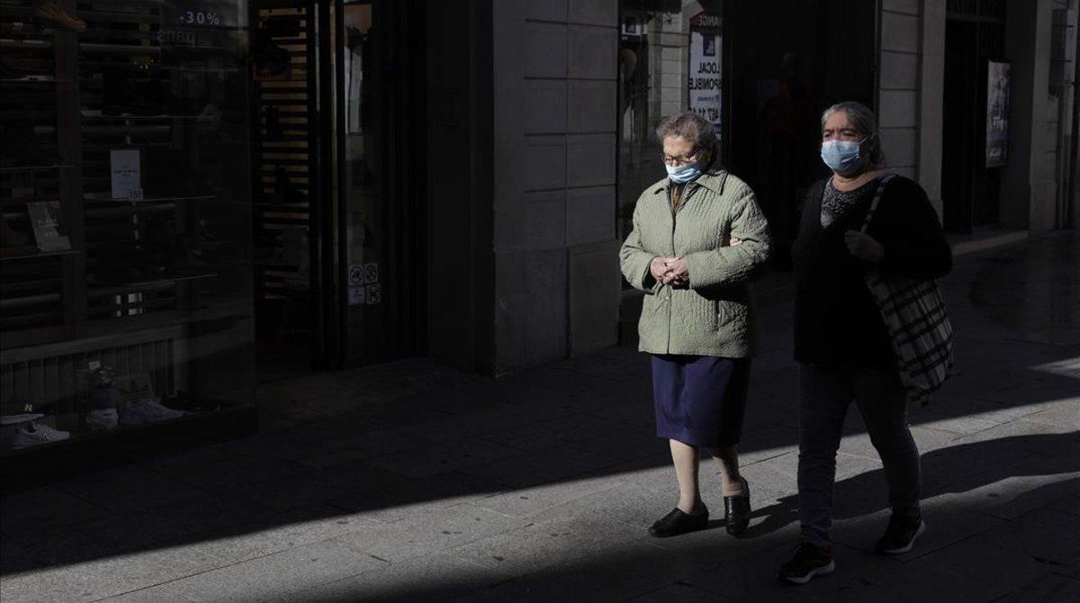 La pandèmia continua afluixant a Catalunya: baixen tots els indicadors, incloent-hi el nombre de malalts a les ucis