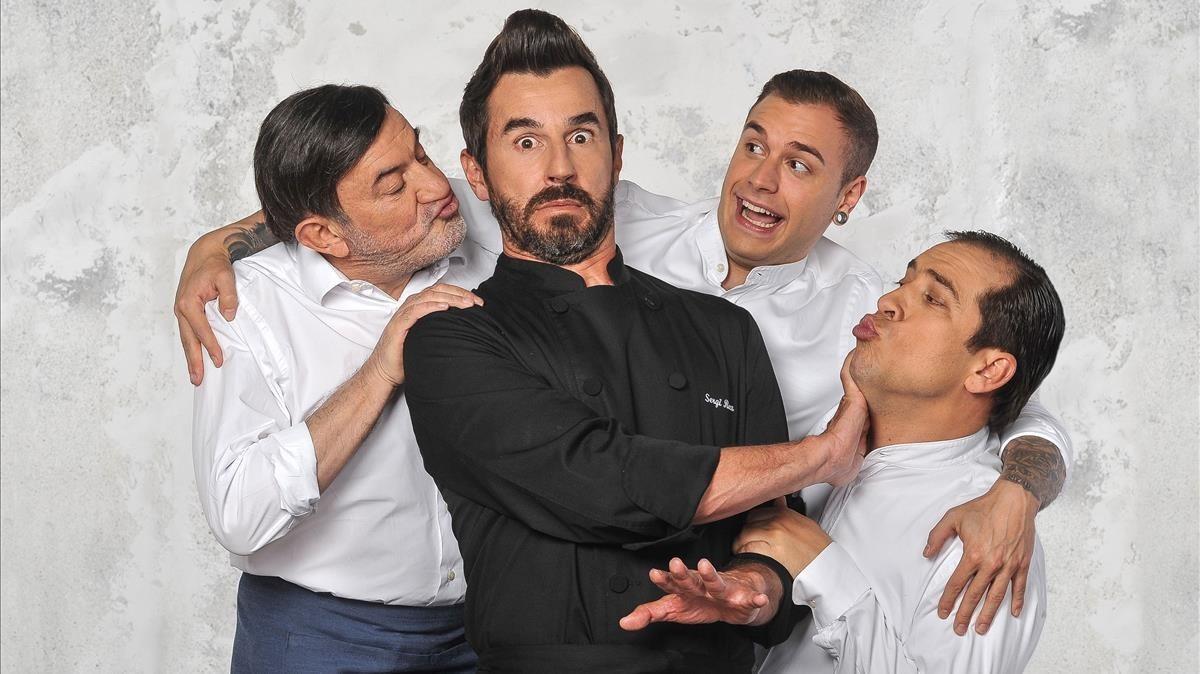 Santi Millán (en el centro), en una imagen promocional de la comedia de Tele 5 'El chiringuito de Pepe'.