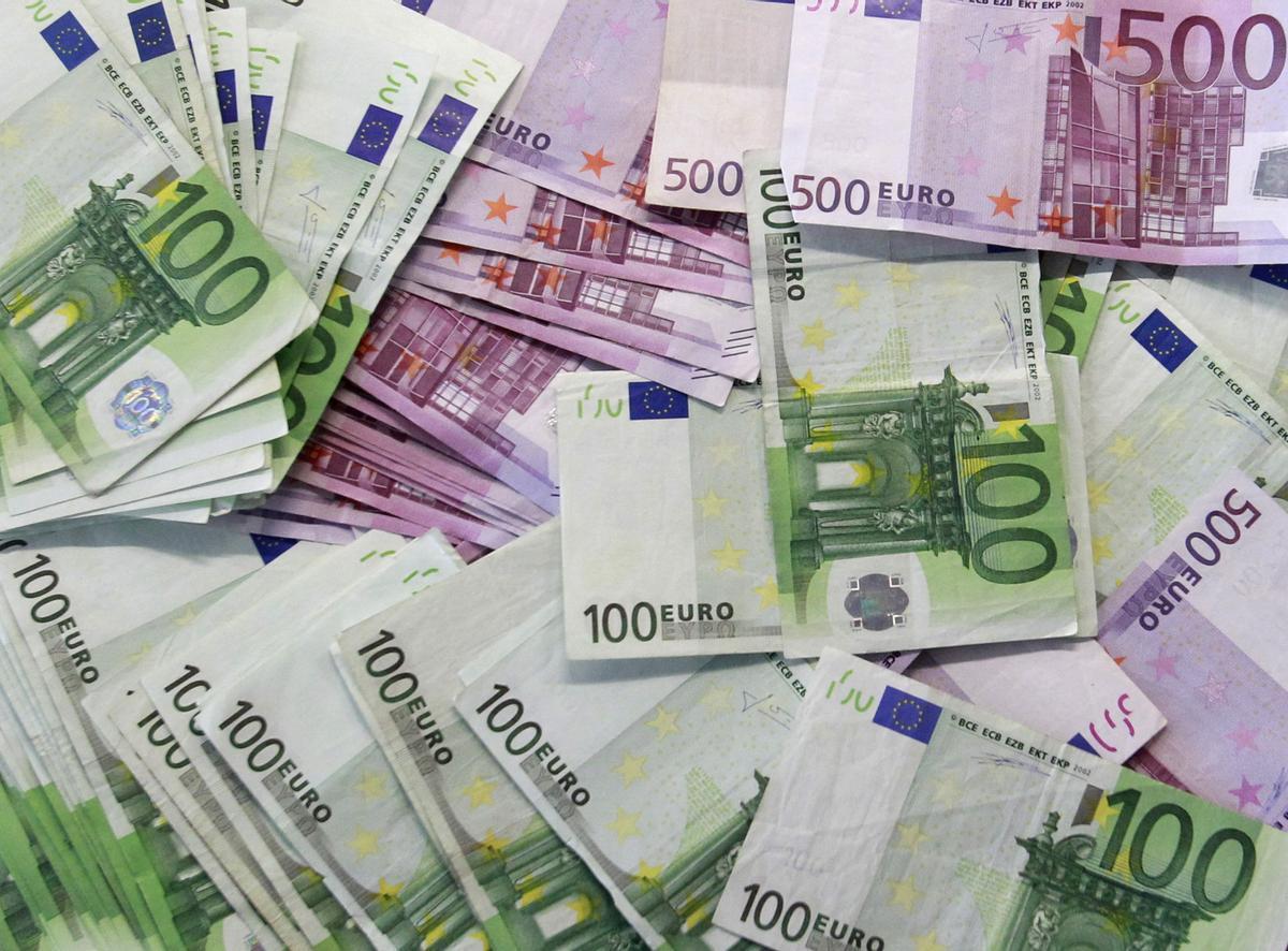 Billetes de 100 y de 500 euros