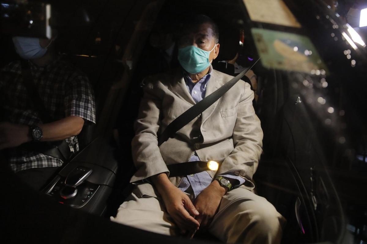 Lai, fundador del periódico Apple Daily, salió después de medianoche de la comisaría hongkonesa de Mong Kok.