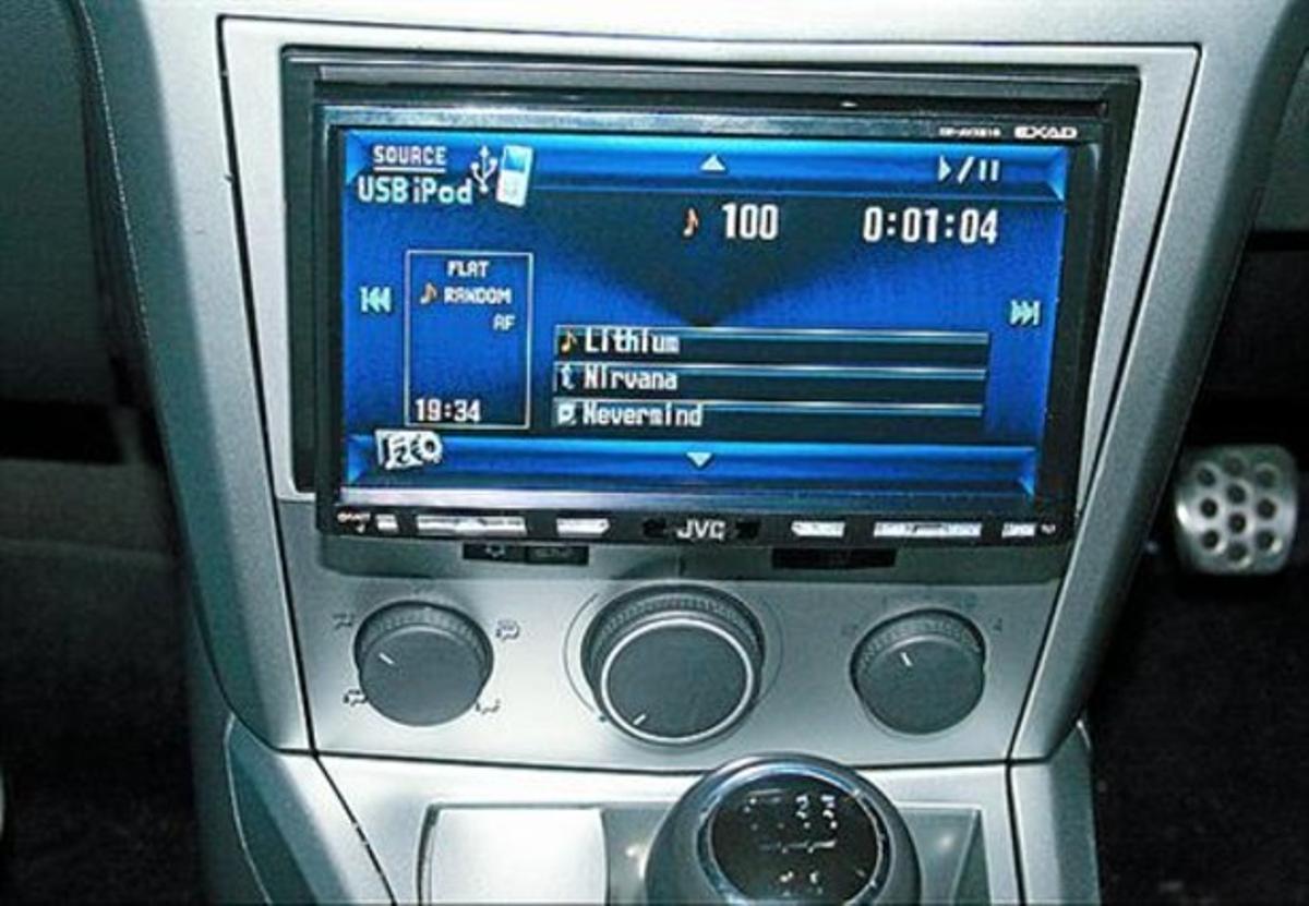 Receptor de radio digital (DAB) en un automóvil.