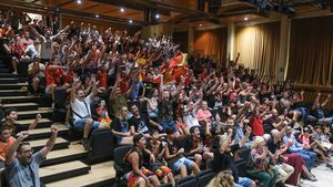 Centenares de vecinos de Sant Boi se reunieron en Can Massallera para arropar a Marc Gasol y a la selección en la final