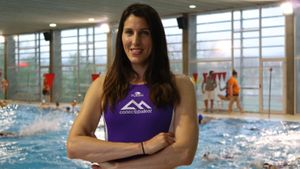 Blanca Gil, en una piscina de Mallorca.