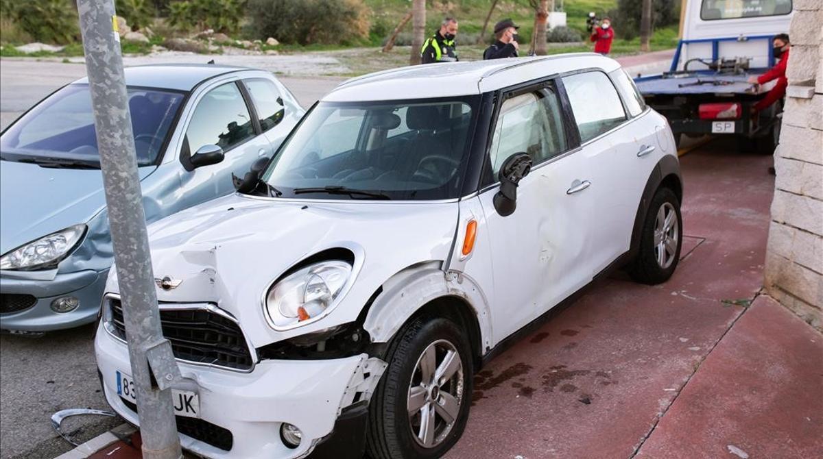 Graves las dos mujeres atacadas con ácido en Málaga. En la foto, el coche en el que viajaban ambas víctimas.