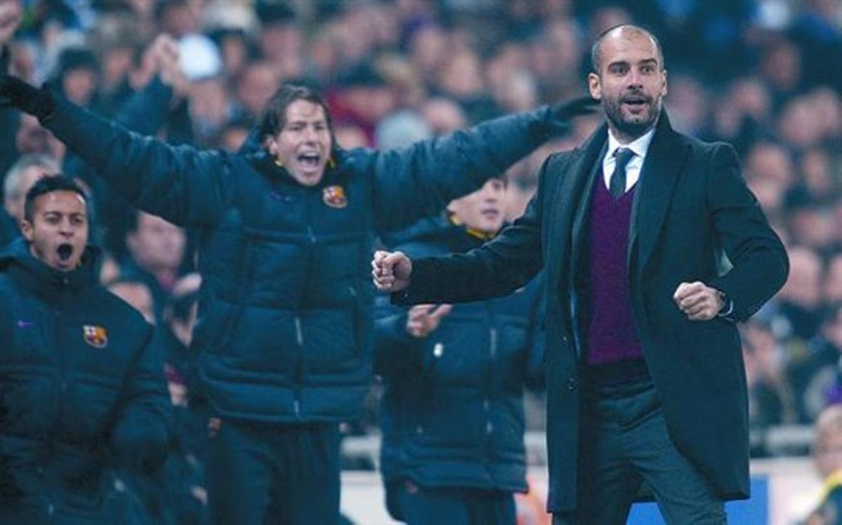 Thiago, Maxwell y Guardiola celebran uno de los cinco goles marcados el sábado al Espanyol.