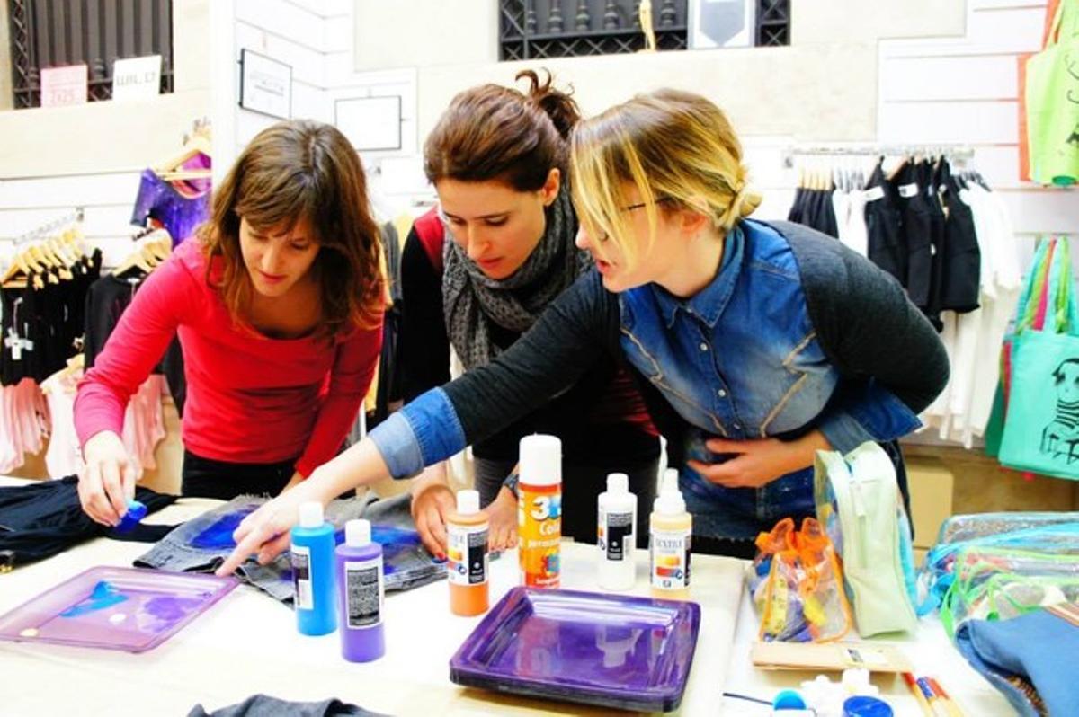 Marta Barberá imparte uno de sus talleres de 'galaxy print'.