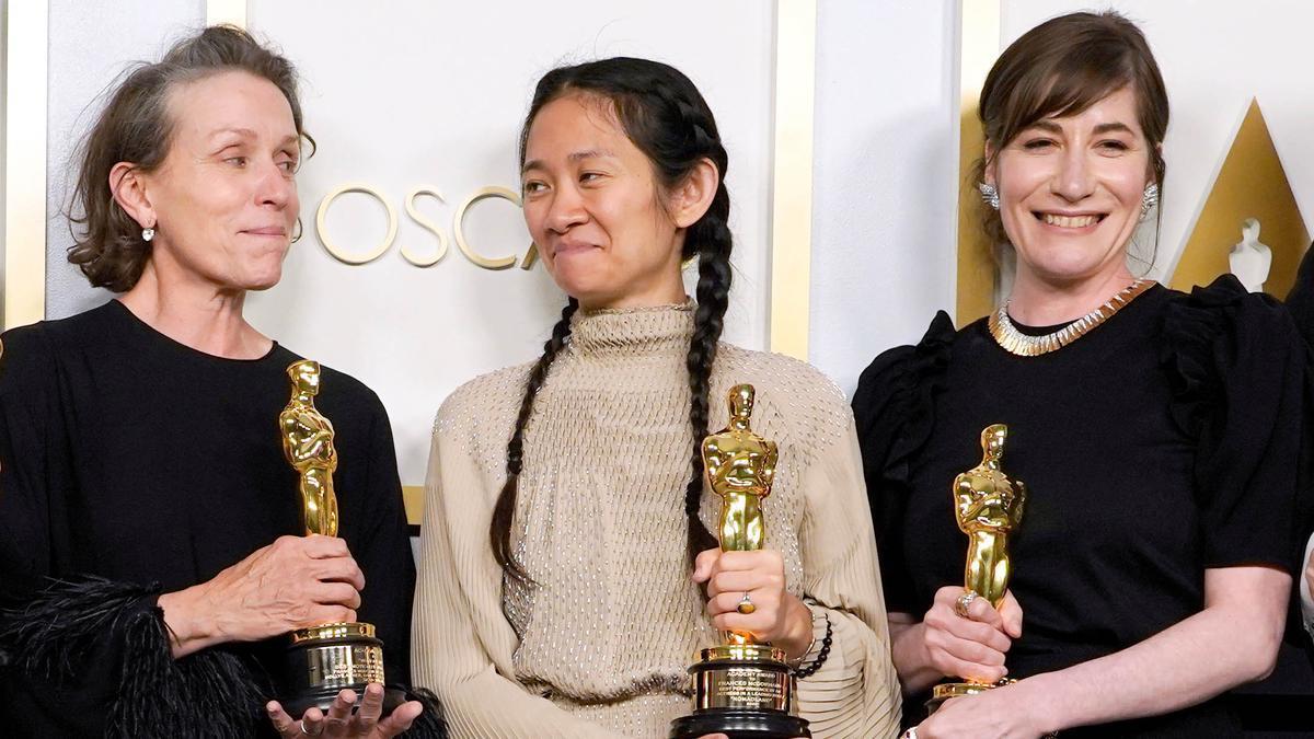 La alfombra roja de los Oscar 2021 dice no al maquillaje