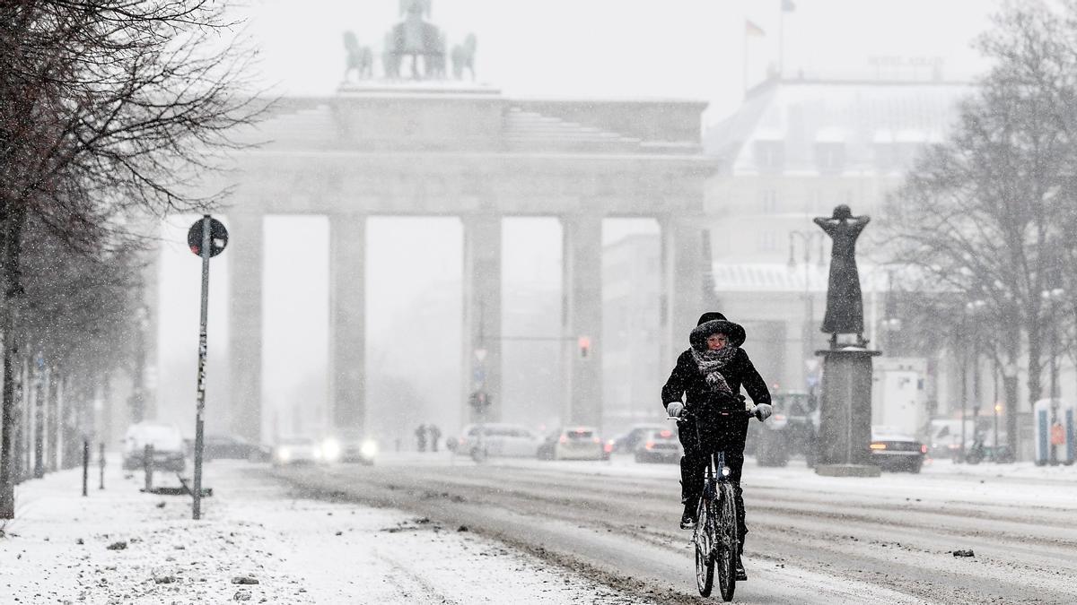'La bèstia de l'est': així és la borrasca de neu que paralitza Europa