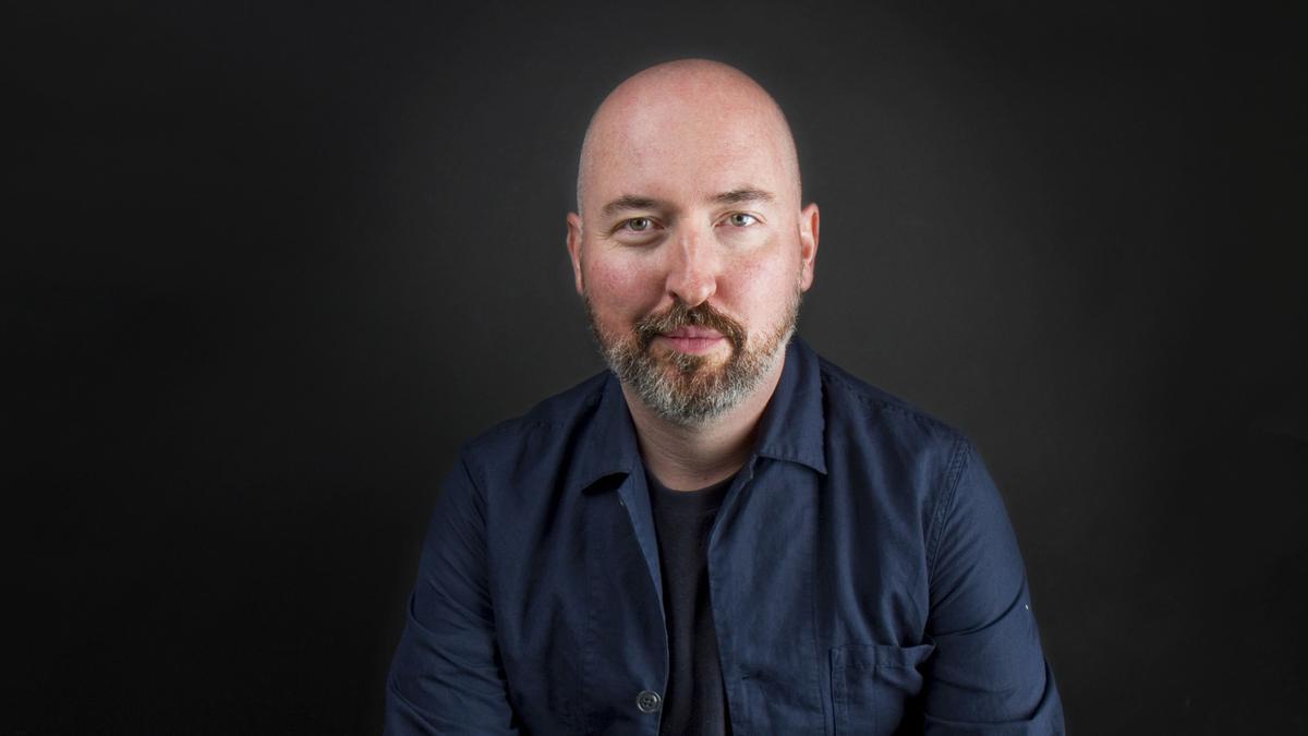 El escritor escocés Douglas Stuart, ganador del Booker 2020.