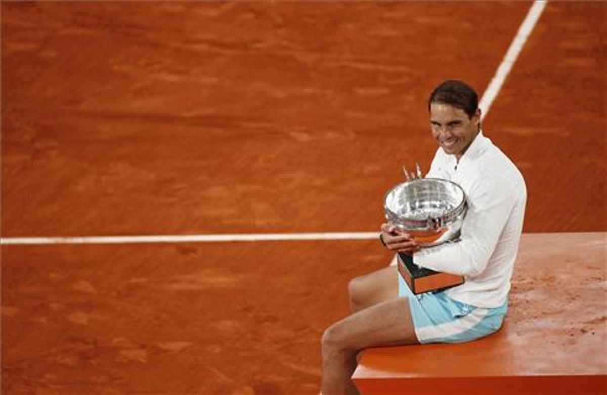 Nadal, con el trofeo de Roland Garros.