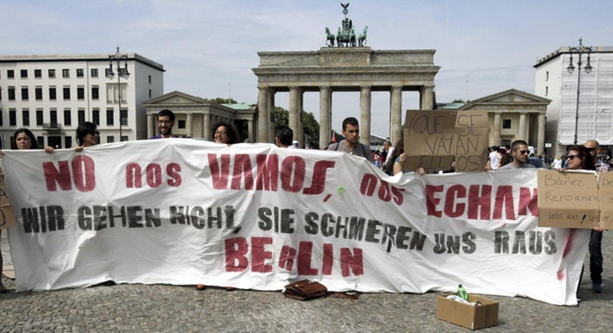 Varios jóvenes españoles del movimiento 15M, en Berlín el pasado 3 de julio.