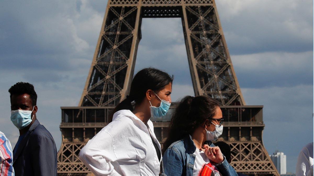 França deixarà d'obligar a portar mascareta en exteriors a partir de dijous