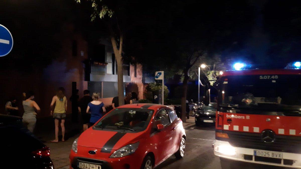 Incendio doméstico en la calle de la Vinya de Esplugues
