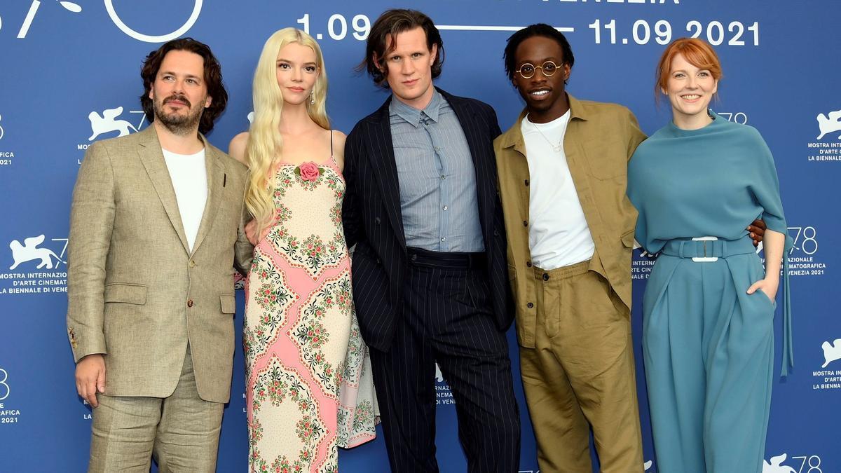 De izquierda a derecha, el director Edgar Wright, los actores Anya Taylor-Joy, Matt Smith y Michael Ajao, y la guionista Krysty Wilson-Cairns.