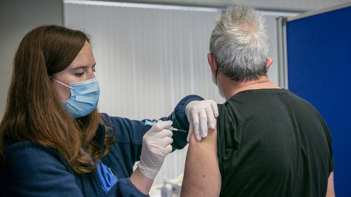 Vacunación contra el covid en la Facultad de Geografia e Historia de la UB, en Barcelona.
