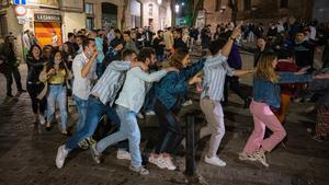 Celebración de la 'free covid party' en el Passeig del Born