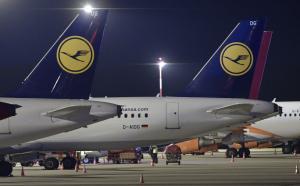 Aviones de Lufthansa en tierra por la huelga de pilotos en el aeropuerto de Hamburgo.