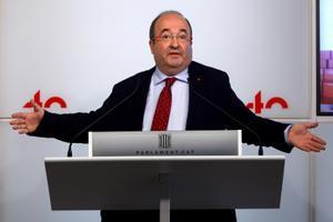 El primer secretario del PSC, Miquel Iceta, en una rueda de prensa en el Parlament.