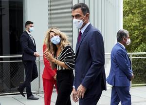El presidente del Gobierno, Pedro Sánchez, y la vicepresidenta segunda y ministra de Trabajo y Economía Social, Yolanda Díaz, el pasado 27 de septiembre de 2021 en Santander.