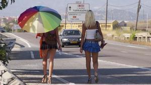 Dos prostitutas, en la N-340.