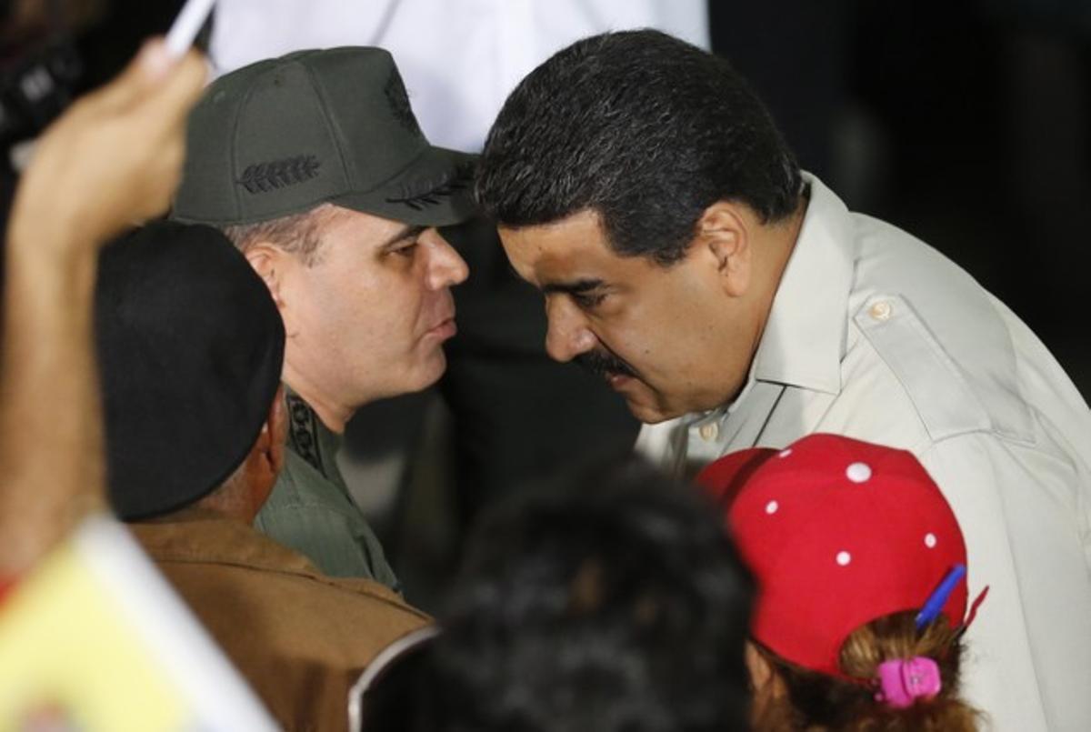 Nicolás Maduro y su ministro de Defensa, Padrino López.