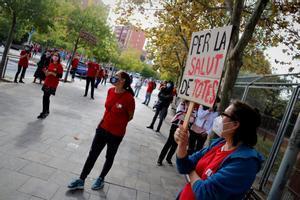 Concentración de los profesores del instituto Terra Roja de Santa Coloma de Gramenet.