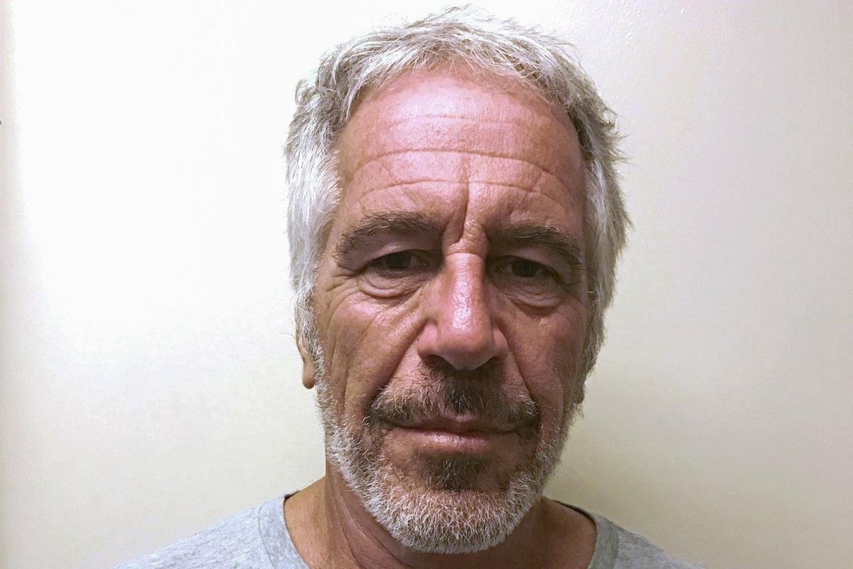 Jeffrey Epstein ha sido imputado por explotación sexual de chicas menores y violación.