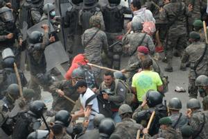 La policía guatemalteca desaloja la caravana migrante hondureña