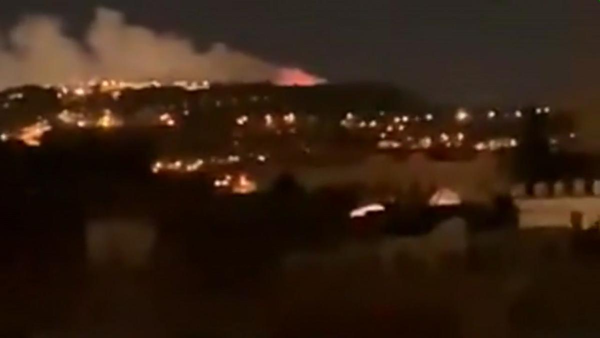 Pequeño incendio en Montjuïc tras los fuegos artificiales para celebrar el año nuevo.