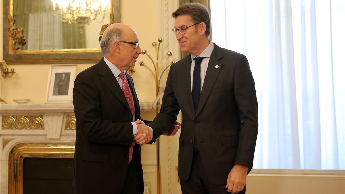 El ministro de Hacienda,Cristobal Montoro, y el presidente de la Xunta,Alberto Núñez Feijoo, en un encuentro en el ministerio en enero.