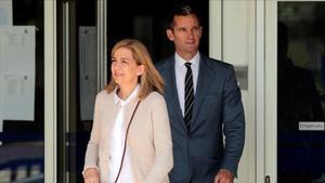 La infanta Cristina e Iñaki Urdangarin, saliendo de los juzgados de Palma, en una de las sesiones del juicio del 'caso Nóos'.